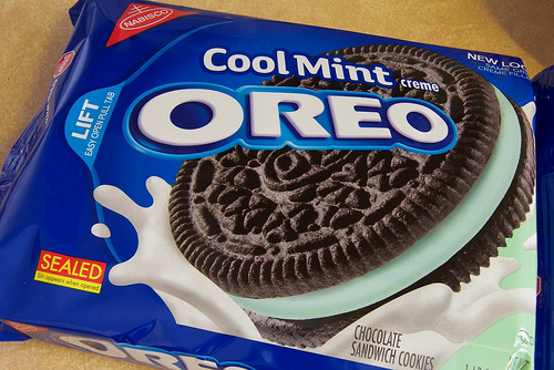 minty oreo sandwich cookie nothing spectacular here oreo currently ...